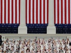 """Der """"Mormon Tabernacle Choir"""" sang im Vorfeld der Vereidigung. (Bild: Keystone)"""