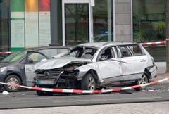 Das beschädigte Auto. (Bild: Keystone)