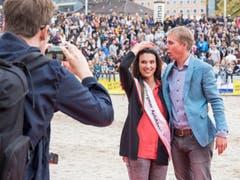 Marion Weibel mit Moderator Reto Scherrer. (Bild: Hanspeter Schhiess)