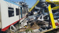 At least 20 dead as two trains collide in southern Italy (Bild: Keystone)