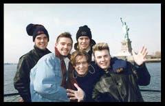 Den Sprung über den grossen Teich schaffte Robbie Williams (l.) mit Take That im Jahr 1995. (Bild: Facebook)