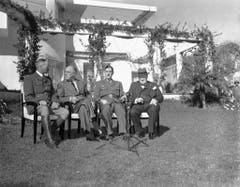 Auf der Casablanca-Konferenz im Januar 1943 setzen unter anderem Henri Giraud, Hochkommissar von Französisch Nord- und Westafrika, US-Präsident Franklin D. Roosevelt, General Charles de Gaulle und Winston Churchill (v.l.) die Kriegsstrategie fest. (Bild: Keystone)