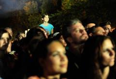 Das Publikum lauscht dem Auftritt von Toto. (Bild: Reto Martin)