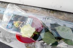 Ein letzter Blumengruss für Udo Jürgens beim Kantonsspital im thurgauischen Münsterlingen. (Bild: Keystone)