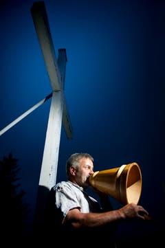Den Alpsegen ruft Roland Bischof jeden Abend beim Eindunkeln. Das Gebet ist Pflege des Brauchtums und Kommunikation zugleich. (Bild: Urs Bucher)