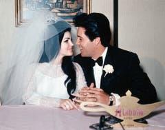 1967 heiraten Elvis und Priscilla im Hotel Aladdin in Las Vegas. (Bild: Keystone)