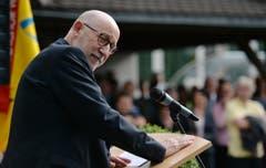Der abtretende höchste Thurgauer, Bruno Lüscher, spricht am Empfang für Sonja Wiesmann. (Bild: Reto Martin)