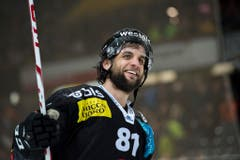 Der Bart als Glücksbringer: Berns Haudegen Thomas Rüfenacht avancierte im Playoff zu einem der wertvollsten Spieler seines Teams. (Bild: Keystone)