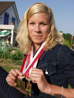 Ein Bild aus der Frühphase: 2002 wurde Linda Züblin Schweizer Meisterin im Siebenkampf. (Bild: Maya Mussilier)
