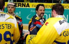 Model Truckerschnauz: Klotens früherer Goalie Ronnie Rüeger (rechts) war bekannt für seine speziellen Playoff-Bart-Modelle. (Bild: Keystone)