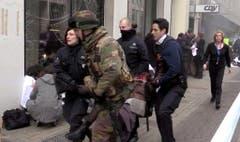 Explosion at Brussels metro station Maelbeek (Bild: Keystone)