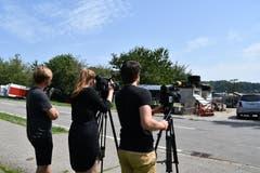 Alle TV-Kameras sind auf den Hof von Bauer K. gerichtet. (Bild: Manuel Nagel)