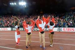 Die Schweizer Sprint-Staffel:Mujinga Kambundji, Lea Sprunger, Marisa Lavanchy und Sarah Atcho (v.r.n.l.) (Bild: Keystone)