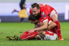 Das dritte Tor für die Schweizer erzielte Admir Mehmedi (sitzend). (Bild: Keystone)