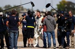Medienrummel kurz nach der Landung. (Bild: Keystone)