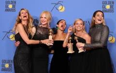 In Schwarz gegen sexuelle Übergriffe: Laura Dern, Nicole Kidman, Zoe Kravitz, Reese Witherspoon und Shailene Woodley (v.l.n.r). (Bild: Keystone)