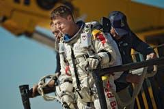Enttäuscht: Felix Baumgartner nach dem Abbruch seines Rekordversuchs. Starke Winde vereitelten am 9. Oktober die kühnen Pläne des 43-Jährigen. (Bild: Keystone)