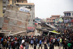 Nepal quake kills more than 1,800 and avalanches on Everest (Bild: Keystone)
