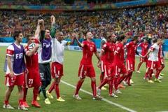 Geschafft! Die Schweizer haben Grund zum Feiern. (Bild: Keystone)