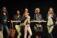 Modisch gekleidet: Kim Wirth, Dominique Fischer, Rebecca Stecher, Vanessa Aleardi und Ladina Dörig. (Bild: Reto Martin)