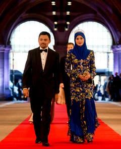 Bruneis Kronprinz Al-Muhtadee Billah Bolkiah mit seiner Schweizer Ehefrau Dayangku Sarah Pengiran Salleh. (Bild: Keystone)
