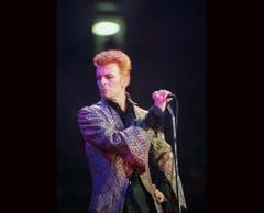 Aus blond wird rot: David Bowie feiert seinen 50. Geburtstag mit einem Konzert im New Yorker Madison Square Garden (1997). (Bild: Keystone)