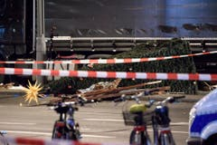 Truck crashes into a Christmas market in Berlin (Bild: Keystone)