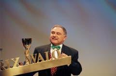 Voll im Saft: Jörg Schneider 1998 bei der Verleihung des Prix Walo. (Bild: Keystone)