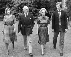 Vielbeschäftigte Mutter: Margaret Thatcher mit Ehemann Denis und ihren Zwillingen Mark und Carol (1979). (Bild: Keystone)