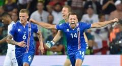 Island schaffte die Sensation und qualifizierte sich für die Viertelfinals. Gegen die favorisierten Engländer gewann der EM-Debütant 2:1. (Bild: Keystone)