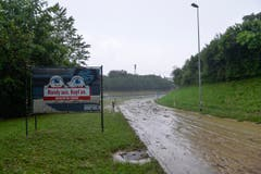 Überschwemmung auf der Autobahn A1 in Wil (Bild: Ralph Ribi)