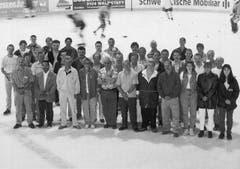 Die Mitglieder des Platzdienstes in der NLA-Saison 1997/98. (Bild: Archiv)