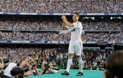 Platz 4, Cristiano Ronaldo, hier bei der Präsentation im Stadion Bernabeu. 2009 für 94 Millionen Euro von Manchester United zu Real Madrid. (Bild: Victor R. Cavaino / Keystone)