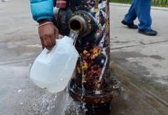 Frisches Wasser aus einem Hydranten. (Bild: Keystone)