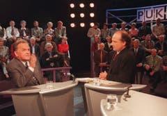 Alt-Bundesrat Otto Stich wird im Oktober 1996 im Schweizer Fernsehen in der Sendung Arena von Moderator Filippo Leutenegger befragt. (Bild: Keystone)