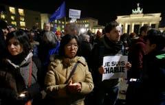 Solidaritätskundgebung vor dem Brandenburger Tor in Berlin. (Bild: Keystone)