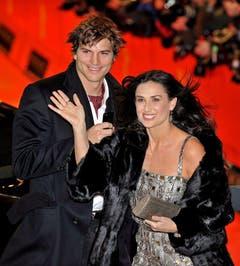 11. Februar 2009: Ashton Kutcher und Demi Moore erscheinen zur Berlinale. (Bild: Keystone)