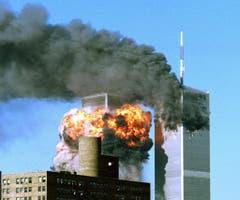 Zwei entführte Passagierflugzeuge trafen die Zwillingstürme des World Trade Centers in New York. (Bild: Keystone)