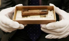 Churchills Markenzeichen unter dem Hammer: Für Zigarrenstummel des ehemaligen Premierministers zahlen Sammler mehrere tausend Franken. (Bild: Keystone)