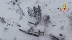 Many feared dead in Abruzzo hotel hit by avalanche (Bild: Keystone)