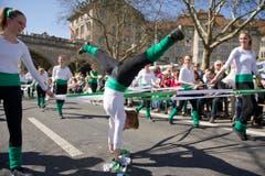 Rhytmische Gymnastik in den Zürcher Strassen: Die Turnerinnen aus Diepoldsau. (Bild: Urs Jaudas)