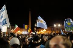 Der Papst ist gewählt: Jubel auf dem Petersplatz. (Bild: Keystone)
