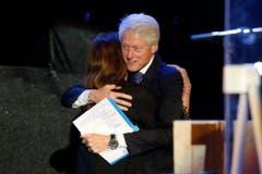 Auf Einladung von Dalia Rabin, der Tochter des ermordeten Yitzhak Rabins, ist der ehemalige US-Präsident Bill Clinton angereist. (Bild: Keystone)