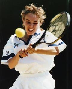 Martina Hingis ist im Juni 1993 die jüngste Spielerin in Wimbledon. (Bild: Keystone)