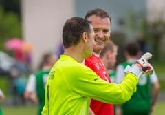 Fabrice Borer (links) stand dreimal im Tor der Schweizer Nati. Verteidiger Stefan Wolf war einst auch beim FC St.Gallen unter Vertrag. (Bild: Andrea Stalder)