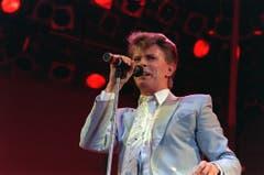 Soziales Engagement: David Bowie setzte sich während seiner Karriere für mehrere Hilfswerke ein - hier 1985 bei einem Benefizkonzert im Londoner Wembley-Stadion. (Bild: Keystone)