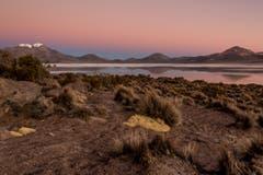 Im Hintergrund zeigt sich die Salzwürste des Salar de Surire in Putre, Chile. Schlauri fotografierte sie im Juli 2012. (Bild: Cyrill Schlauri)