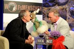 In der Sendung «Wolfsmenschen» scherzt Kurt Felix mit Bauchredner Kliby und seiner Caroline. (Bild: Nana Do Carmo)
