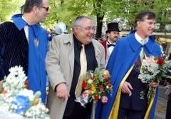 Mathias Gnädinger beim Sächsiläuten-Umzug in Zürich im April 2002. (Bild: Keystone)