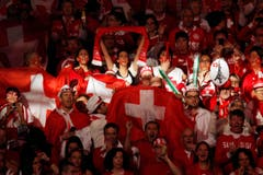 Bereits vor dem Spiel machten die Fans in Lille lautstark auf sich aufmerksam. (Bild: Keystone)